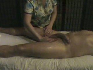 Masaje instituto masseuse takes cuidado de un grande whi