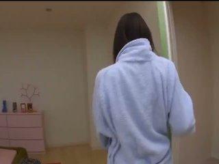 Mai uzukihot asiática modelo em sexy meias longas gets cona fingered