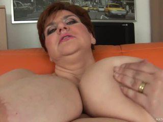 Gorda mãe maura shows fora dela gigante titties