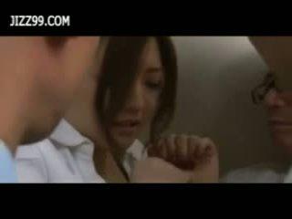 Beauty kancelář dáma bukkake výstřik v elevator