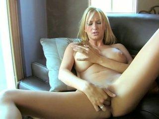 Perfect blondine blake rose met groot meloenen en lang benen
