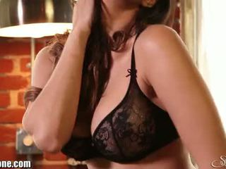 Sunny leone's svart underkläder