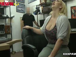 Ngực Tự Nhiên Lớn