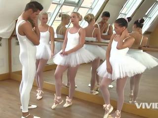 3 slutty ballerinas beigas augšup nepieredzējošas un jāšanās the instructor