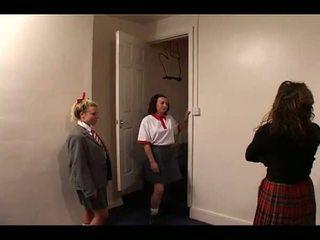 Skoolgirls spanked av läraren, fria slagträ porr video- e1