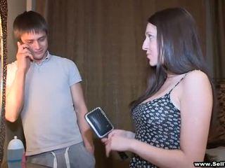 Ele asks dela para exposição alguns