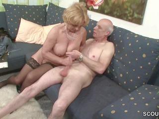 Oma und opa ficken das erste mal im porno fuer vdes rente