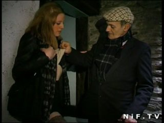 French slut blows Papy Voyeur and gets...
