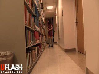عري في جمهور مكتبة مدرسة الآسيوية الهاوي في سن المراهقة كاميرا ويب