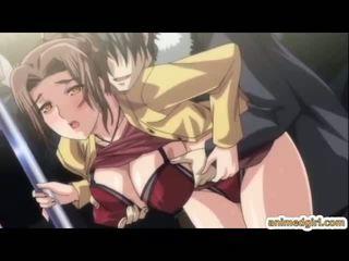 Ondeugend hentai gets pinched haar bigtits en clitoris en groupfucked in de trein