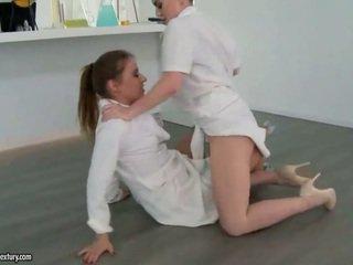 Two セクシー 女の子 fighting と メイキング 愛