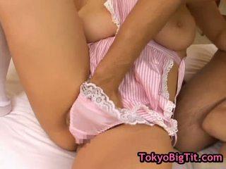 Bystiga japanska babes i het threesom