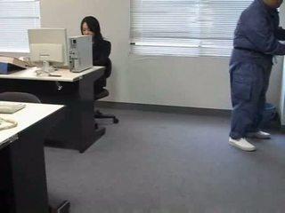 Molested tidur kantor wanita