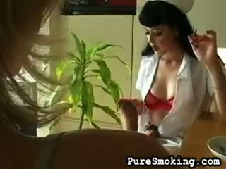Mary jane seduces amberlina met roken