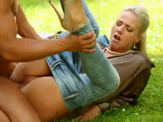 BLONDE ON OUTDOOR FUCK