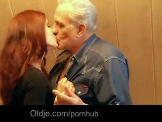 Grootvader gets seksueel thanks van hussy roodharige tiener
