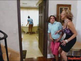 Quente empregada abby lee brazil sexo a 3 com enorme teta madrasta