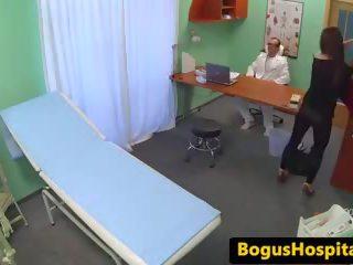 Docteur eats et rides patients chatte sur bureau: gratuit porno c1