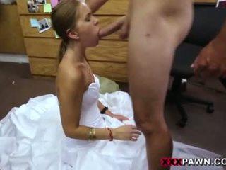 Quente sexy noiva choke a chupar meu grande caralho