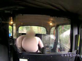 Reusachtig tieten roodharige bbw in fake taxi