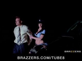 Thick besar dada polisi deepthroats dan rides titit seperti sebuah champ