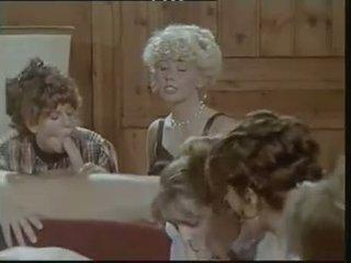 Das lustschloss der josefine mutzenbacher (1986) eşikli heleý, ýalaňaç erkek scene