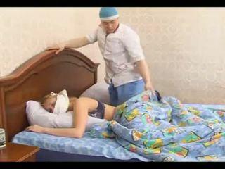 Slims pusaudze piespiedu kad trying miegs