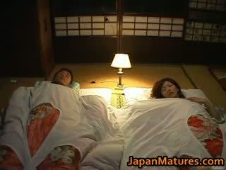 japonez, sex în grup, sanii mari