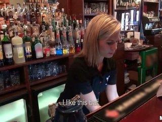 Ki hotel da jebemti a barmaid?