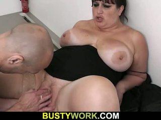 Redzēt viņai milzīgs bust bounce laikā xxx