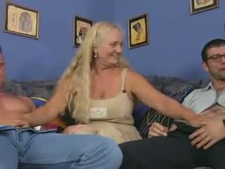 Jinekolojik bayan içinde bir reverse alkollü piledrive, porn dd