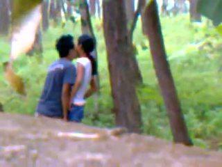 Desi copine dehors baise avec boyfriend