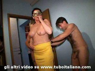 Italien femme cuckolds son hubby lei troia lui cornuto