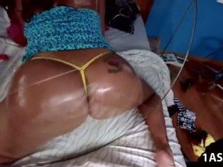 Resnas pakaļa richelle ryan takes garš dzimumloceklis