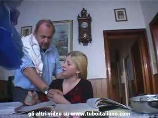 Italiano incest biondo giovanissima scopata da papà
