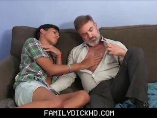 Latino twink solis dēls practices par viņa tētis