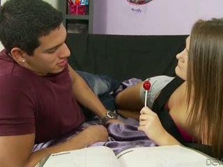 Heet tiener slet abby oversteken sperma facialed