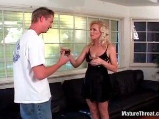 Lief geil blondine milf met haar scheren clean poesje