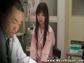 Introvert azijietiškas į doctors ofisas už breast patikrinti į viršų