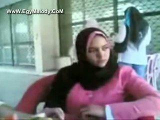 Muslim mazulīte showers par camera v