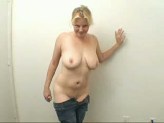 Average looking amateur chick gets banged