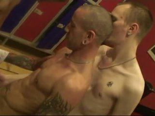 Senza preservativo gruppo in pubblico sauna