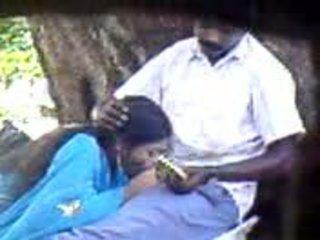 Indieši sieviete doing viņai labākais līdz lūdzu viņai vīrs video