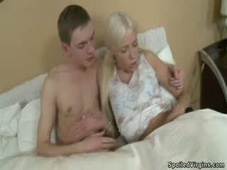 Blondýnka dospívající virgin