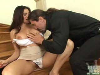Brunette sekretaris with big boobs get a kontol