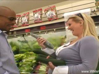 E bardhë wifey picked lart nga bbc <span class=duration>- 27 min</span>