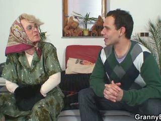 Стар жени gets тя bald путка slammed