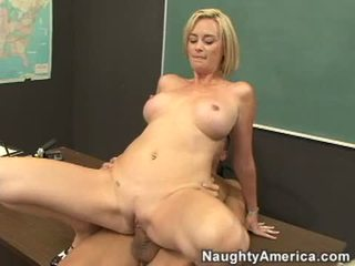 Lộn xộn giáo viên camryn vượt qua slamming cô ấy không lông bưa ăn qua loa trên một meaty stiff con gà trống
