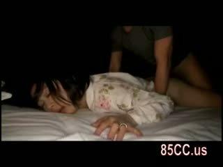 Съпруга прецака от husbands приятел на на легло 05