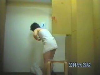 Szőrös punci japán camgirl